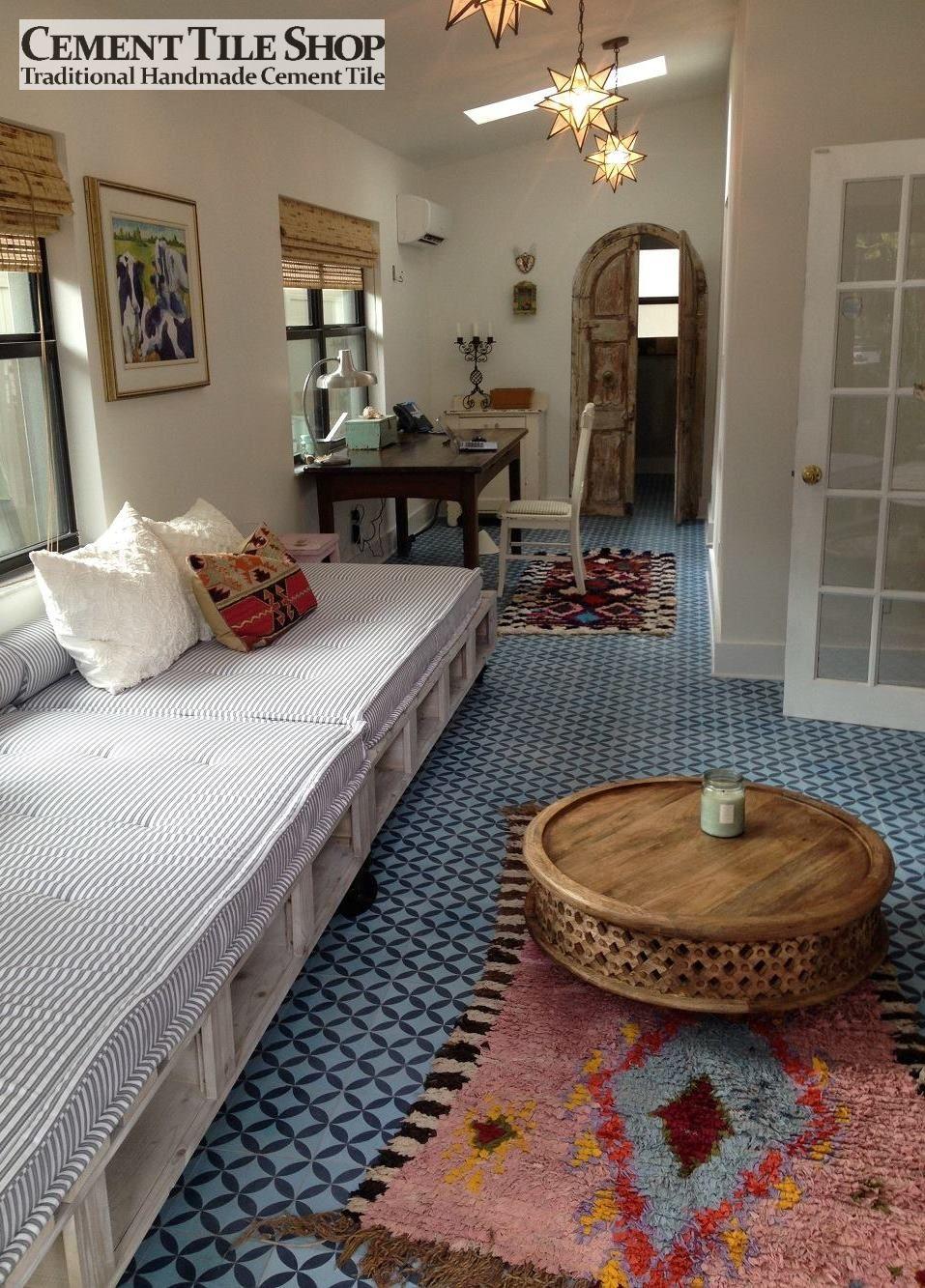Circulos Blue Room